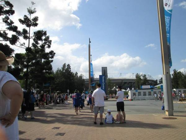 Braving the summer heat for the Sydney Open at the Sydney Olympic Park